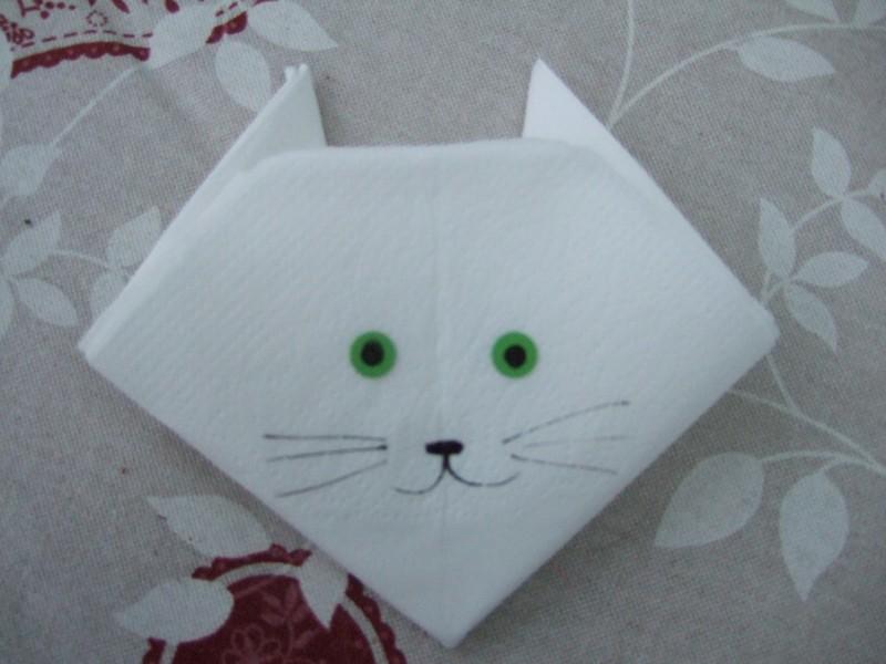 Pliage serviette le chat d 39 alice - Pliage de serviette anniversaire ...